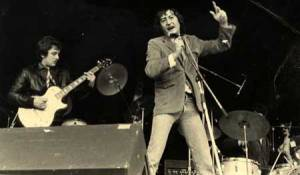 silvio-y-luzbel-en-directo-1980-a-la-bateria-antonio-smash-teatro-de-la-axarquia-cordoba-referendum-autonomico-andaluz